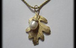 oak-leaf-w-pearl-acorn-medium-size